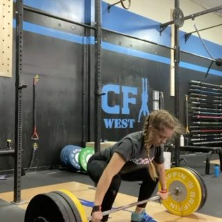Snatch lifting with Griffin competition bumper plates 💪🏼 Thanks for sharing @addiedoescrossfit! #WeAreGriffin